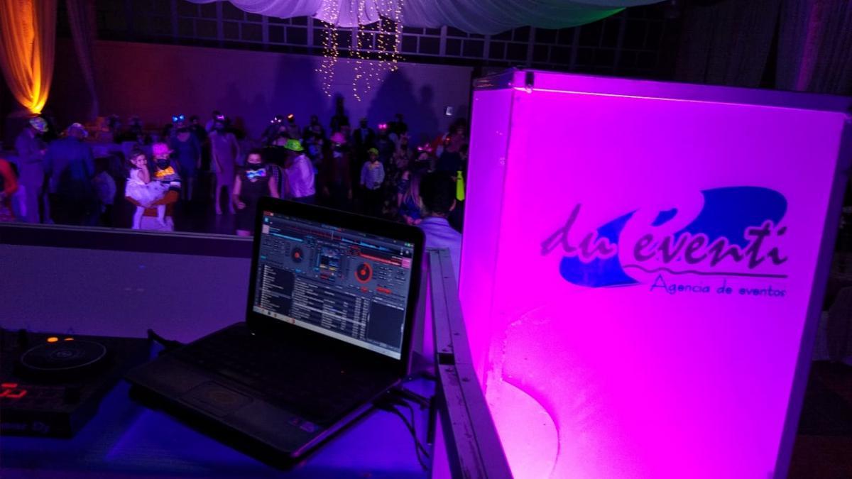 música, DJ y cabina para DJ