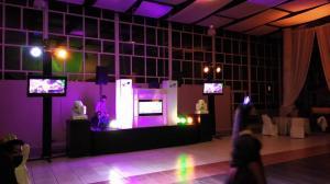 Música, DJ e iluminación